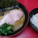 82559110 - ラーメン並麺固め+海苔+半ライス
