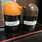 海鮮いづつ - 2種類の醤油が置かれています♪