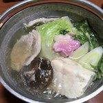 旅館 湯之迫 - メインの鴨鍋肉を2切れ食った後の画像