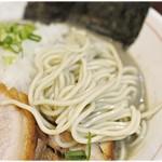 82563308 - 小麦の風味の強い低加水麺。