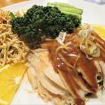 餃子王 - 前菜:棒棒鶏、干し豆腐絲、胡瓜。       2018.03.16