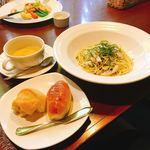 トロピカルコースト - イカと小柱のバジル風味スパゲティ