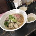 らぁめんこはく - 牡蠣と煮干の中華そば  牡蠣ペースト付、ランチタイムのサービス小ライス