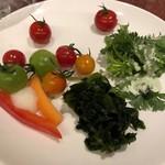 82586642 - 生野菜、トマトは美味しい
