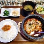コッテジ - 料理写真:石焼チーズタッカルビ 夜セット(ご飯大盛り)(食べ始めちゃいました)