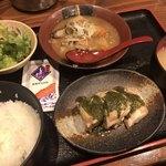 82590776 - 鶏の塩焼き&牛すじ辛味噌煮