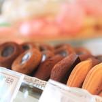 ブーランジェリー パティスリー トレトゥール アダチ - 焼き菓子もひとつから売ってくれます