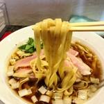 鴨だしらーめん 鴨福  - 麺リフト