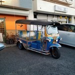 ブンブン食堂 - タイでおなじみの三輪タクシー「TUKTUK」
