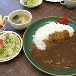 むつの木 - 洋食屋さんの定番・カレーライスにしました。ランチタイムは、スープ・サラダ・デザートが付いて550円。