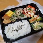 山源商店 - 料理写真:自分でおかずを選べるお弁当「中サイズ (650円)」
