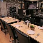 イタリアン&オイスターバル インペリア - テーブル席