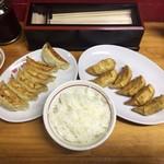 82605623 - 焼餃子+揚餃子+ライス