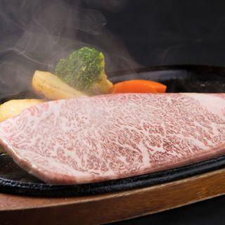 """ジューシーな肉質と脂の旨みを味わえる山形県の至宝の""""米沢牛"""""""