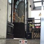 Le Premier Cafe - 入口 禁煙