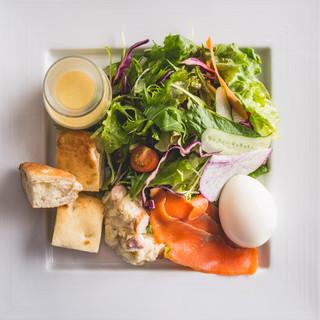 12種類の野菜+選べるデリ+選べるメインのヘルシープレート☆