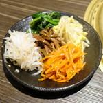 近江牛焼肉 永福苑 - 手作りナムルの盛り合わせ980円+税