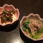 横浜風しゃぶしゃぶ鍋と焼酎・地酒居酒屋 甕仙人 関内蔵 - お通しは毎回二品