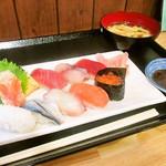 ふじやす食堂 - 10カンにぎり寿司 味噌汁