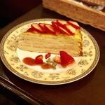 カフェ・ラ・ミル - 苺たっぷりミルクレープ