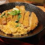 阪急そば若菜 - カツ丼のUP。