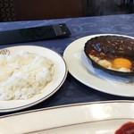 洋食 キムラ - 名物のハンバーグ