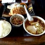 ろっぢ 焼鳥店 - 料理写真:カツ定食+小ラーメン