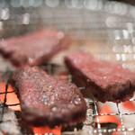 焼ジビエ 罠 - 2018.3 炭火の七輪で鹿のシンタマを焼いています