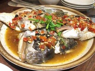 李湘潭 湘菜館 - 鯛のカマの唐辛子蒸し