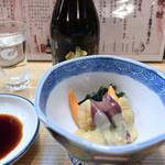寿司・うなぎ 羽子吾 - お通し(あおやぎとホタルイカの酢味噌あえ)