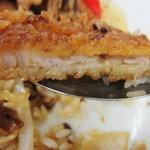 三品食堂 - カツ牛めしの豚カツ