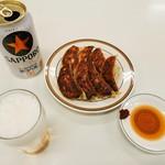 天雅 - 餃子7個(420円)、缶ビール(300円)