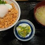 諸国 ひものと - 鮭丼(580円)
