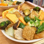 アーリオ・オーリオ - 2018年2月 野菜ゴロゴロスペシャルカレー+おからこんにゃくカツ。食べてみると意外に余裕で完食('ω')