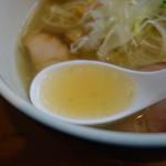 82638755 - 綺麗に済んだスープ