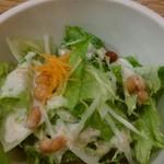 ファットリア こもと - サラダです豆が美味しい