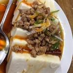 龍鳳園 - 生ビールセットAの 台湾冷奴 がこれまたピリ辛で美味しい♬