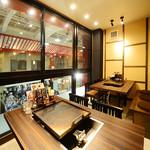 名古屋もつ焼き ひとすじ - 窓際の景色がきれいな席 テーブル2卓 各種ご宴会,ママ友 女子会に♪