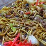 やきそば丸富 - 料理写真:目玉焼きの下の麺アップ