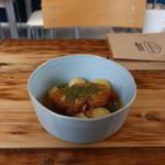 カマクラ ガレージ - 豚ばら肉のホワイトビール煮込み