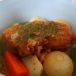 カマクラ ガレージ - 豚ばら肉のホワイトビール煮込みアップ