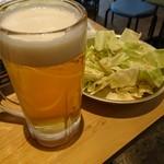 アメリカ - 生ビールとお通しの塩ダレキャベツ