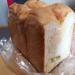 ばーすでい - 料理写真:バターロイヤル1.5斤(405円)