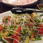 春日原 十八 - このサラダも、サーモンが入っていて美味。