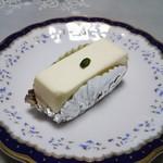 82660256 - レアチーズケーキ