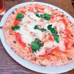 ラ・ベファーナ - 本日のピッツァ。ハムと菜の花とモッツァレラ。