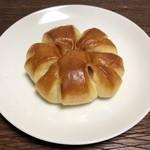 ベーカリークラフト ワイエムワイ - 料理写真:桜もちあんぱん 160円