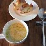 コルド - (料理)ランチセットのスープとパン