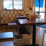 ひもの屋 Cafe&Bar - 店内の様子 テーブル席