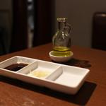 矢場CHINA - 定番の黒酢生姜とレモンフレーバーのオリーブオイル☆